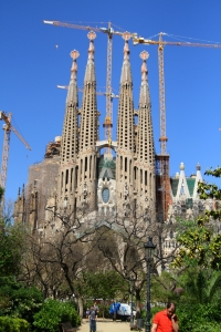 pe urmele lui gaudi si dali Sagrada-Familia-in-Barcelona-Spain